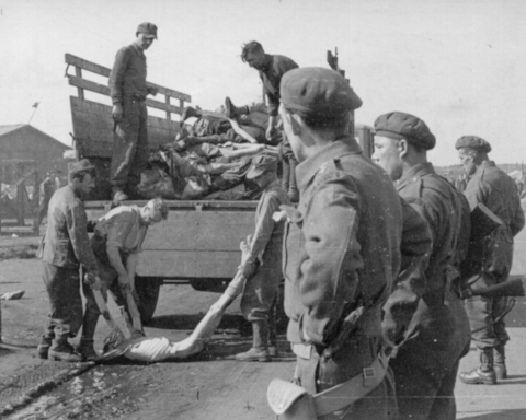 Belsen, April 1945, Captain King Whyte in the foreground.